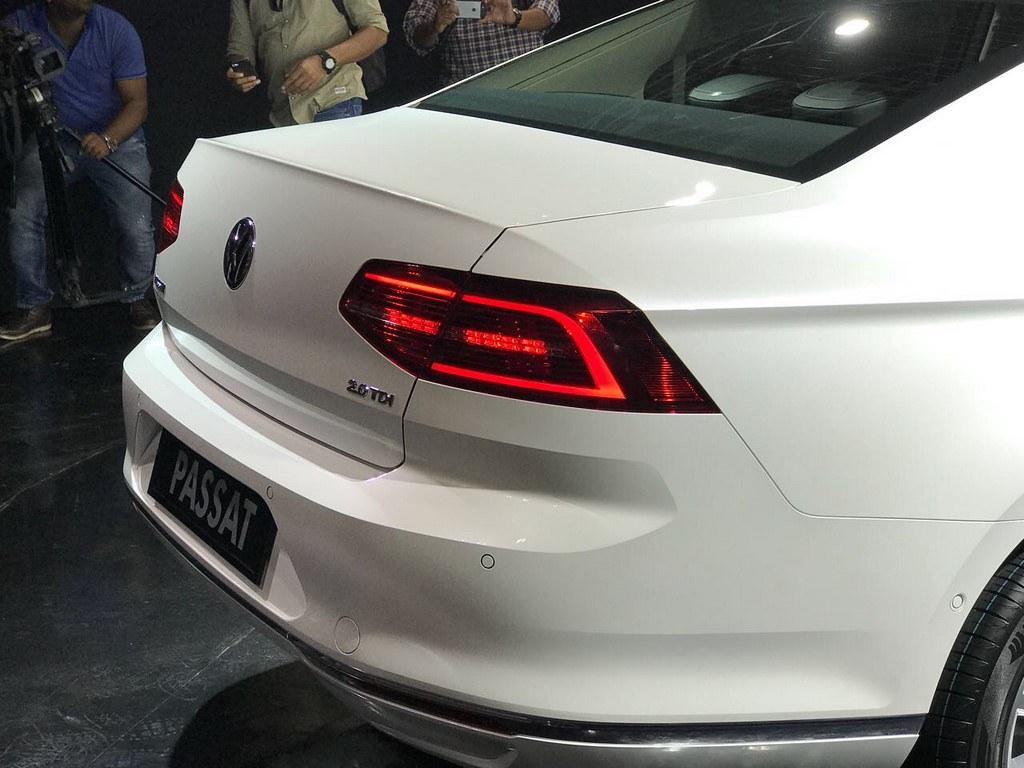 2017-Volkswagen-Passat-India-Launch (12)