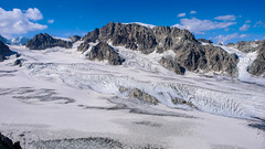 Widok ze szczytu Marjanishvili 3555m na północ. Lodowiec Aghashtan i rejon Kabardino-Balkaria (Rosja)