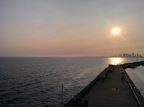 On the pier (9) #toronto #ontarioplace #pier #lakeontario #humberbay #skyline #evening #latergram