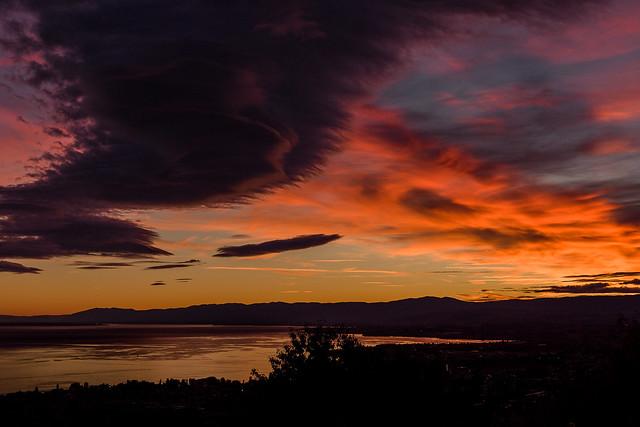 Couché du soleil sur Lausanne et le Jura