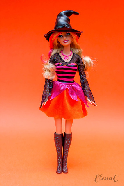 Barbie Halloween 2011 (Halloween Party)