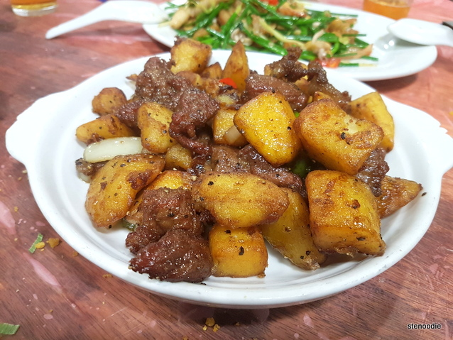 Stir-Fried Beef Fillet & Potatoes in Black Pepper Sauce