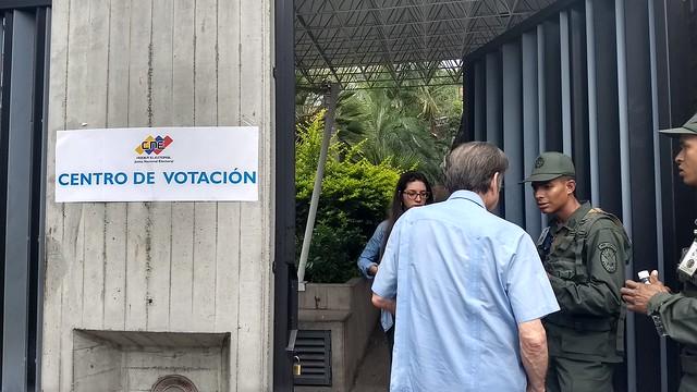 Apesar de discurso, oposição venezuelana não questiona resultados eleitorais no CNE