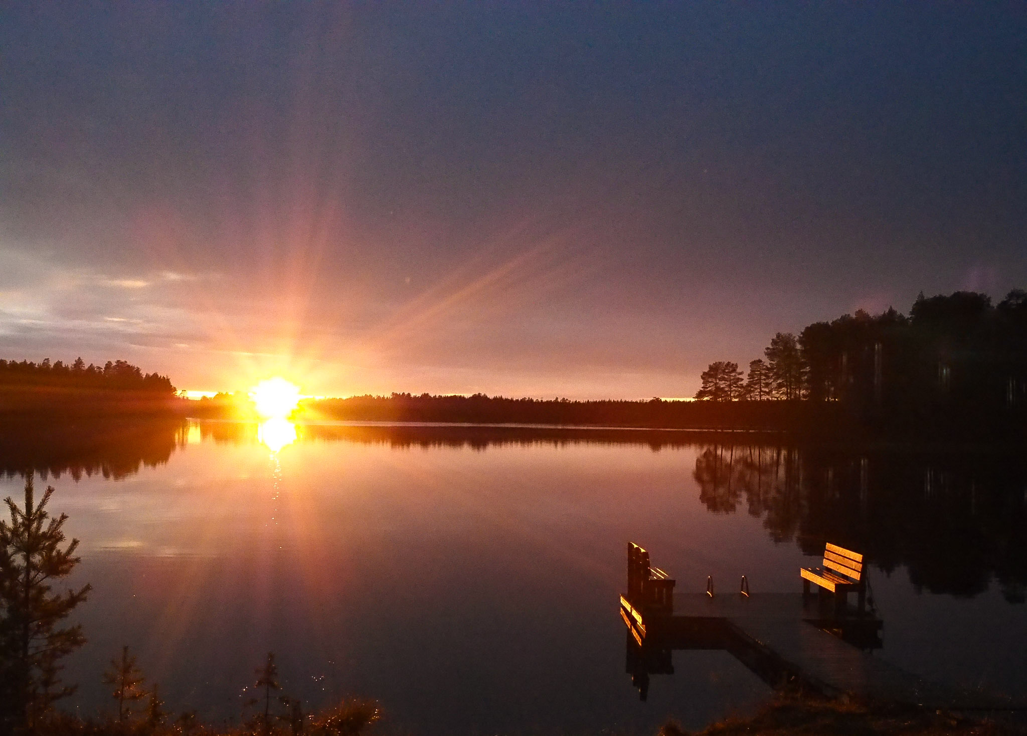 auringonlasku järvi