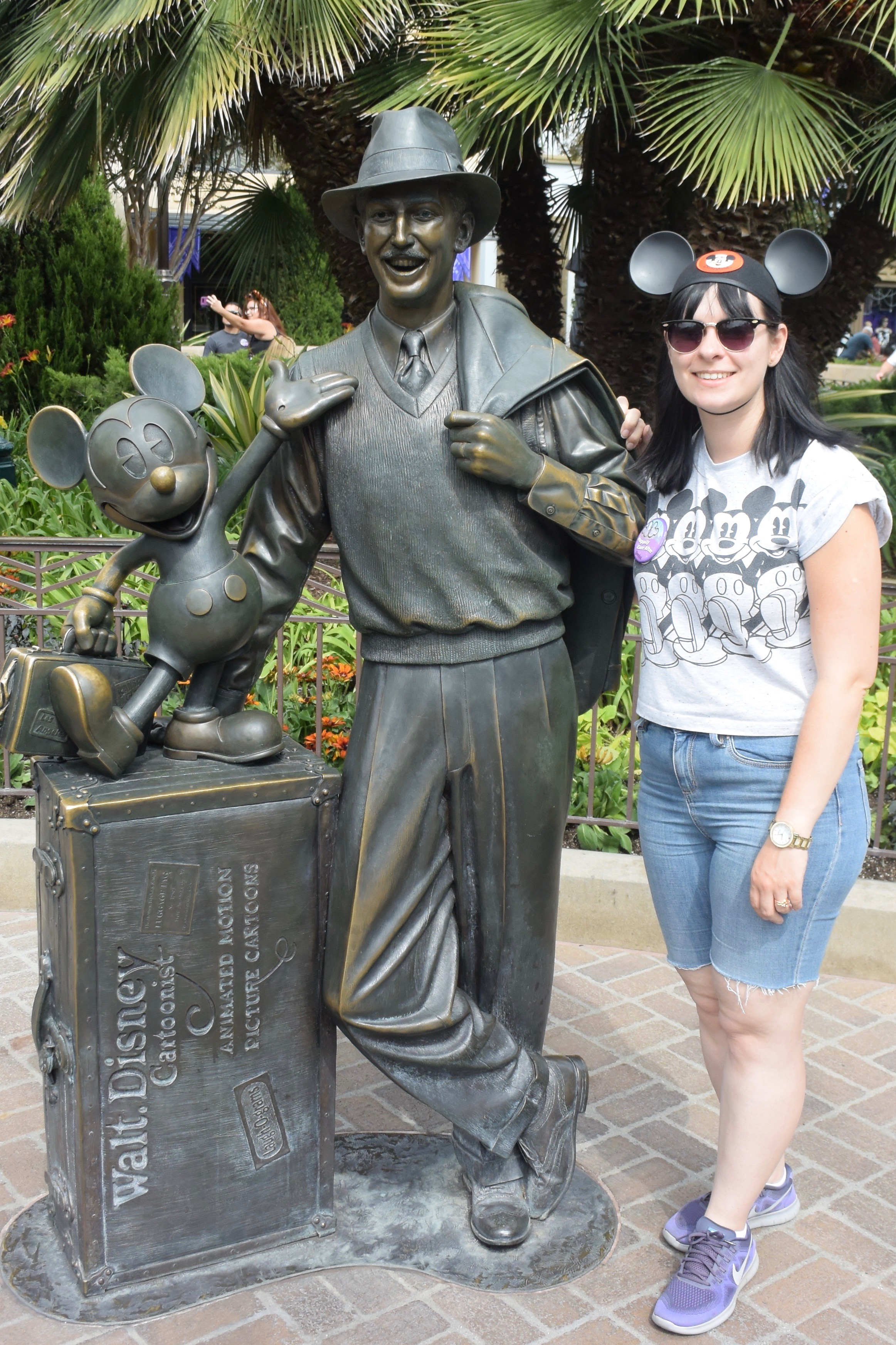 disneyland californai - walt and mickey statue