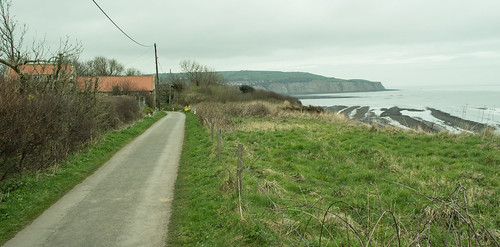 20170329-10_Road to and from Stoupe Bank Farm (Robin Hoods Bay)
