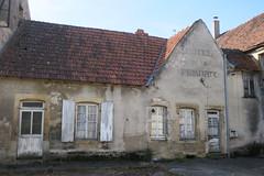 Dans les rues de Saint-Révérien (Nièvre) - Photo of Saint-Révérien