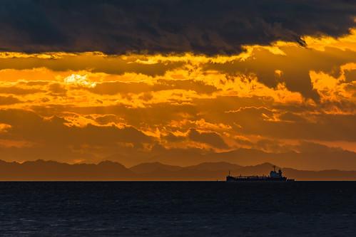 ship vessel sunset sea setonaikai setouchi imabari ehime shikoku japan cloud sky nikon d7200 tamron 70300mm 70300