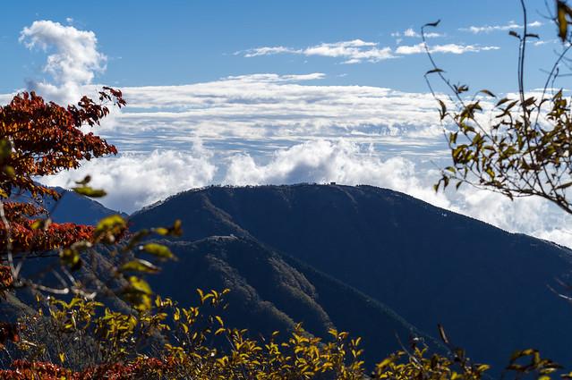 三ノ塔の背後からモクモクの雲