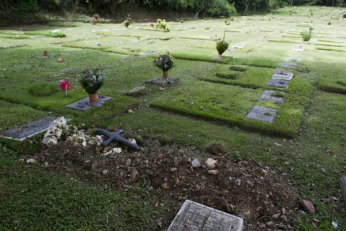 Mantener las tumbas mata cualquier sueldo