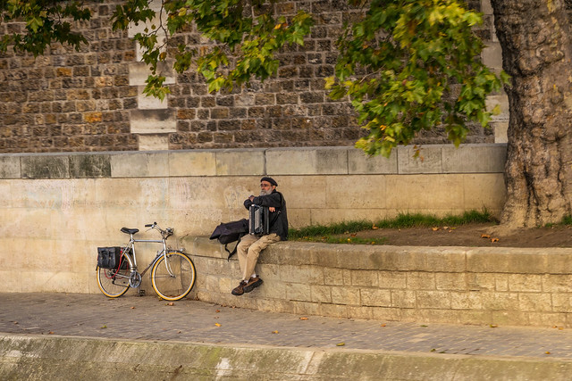 Busker on the banks of the Seine