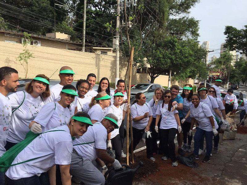 Participação do Hospital Santa Cruz no mutirão de limpeza do Bairro Lindo em Vila Mariana