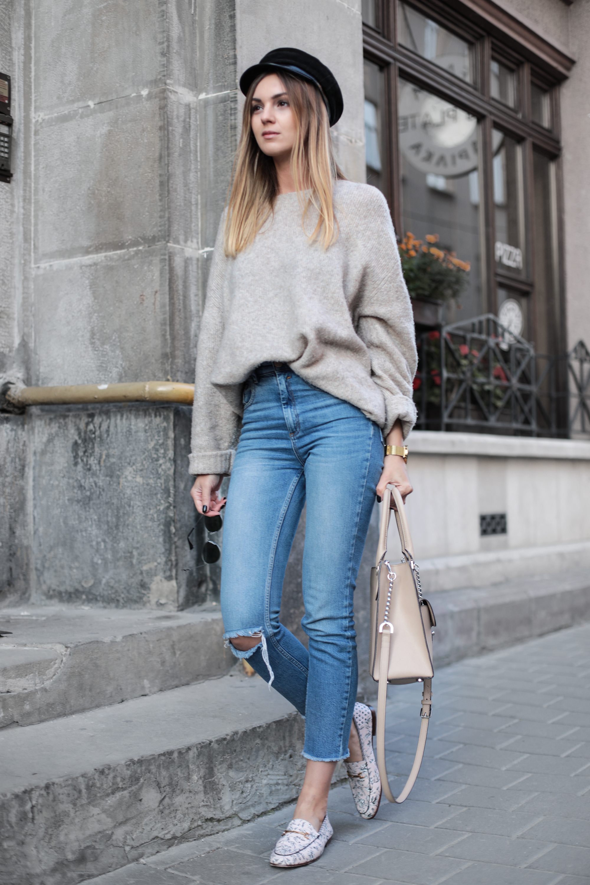 outfit-beige-knit-street-style