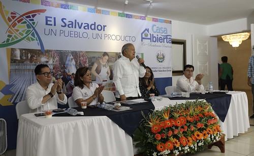 Casa Abierta: El Salvador. Un Pueblo, Un Producto