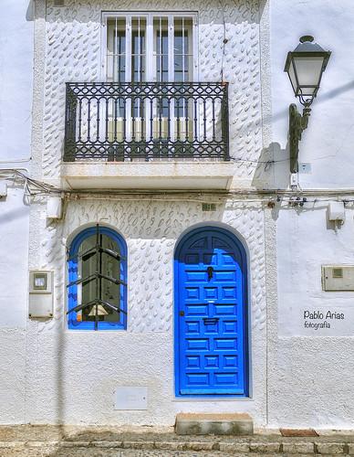 (719/17) La puerta azul