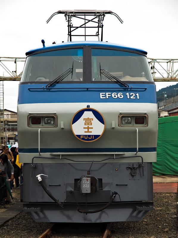 EF66 121