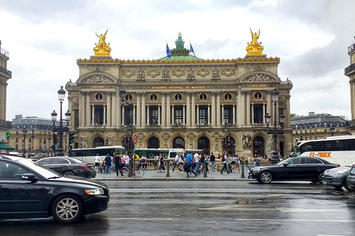 Opéra in the Rain