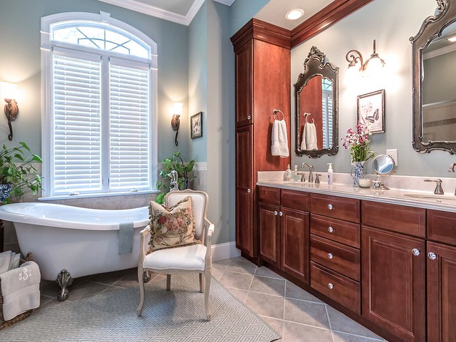 Master Bathroom-Housepitality Designs