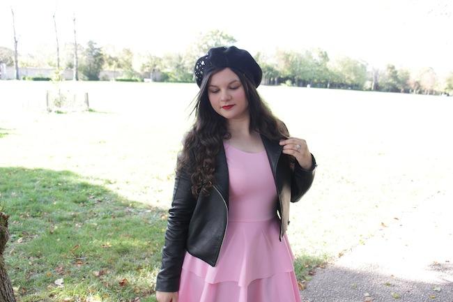comment_porter_perfecto_robe_rose_beret_conseils_blog_mode_la_rochelle_6