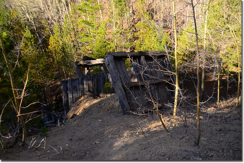 Old mining ruins along the trail (1)