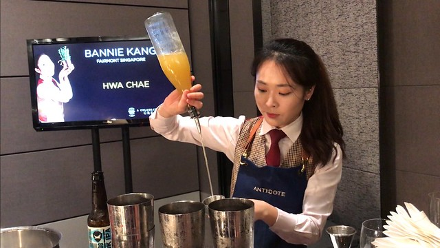 Bannie Kang of Anti:dote making her signature cocktail