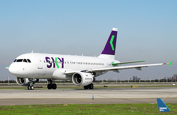 Sky A319 CC-AJF new colors taxiing (RD)