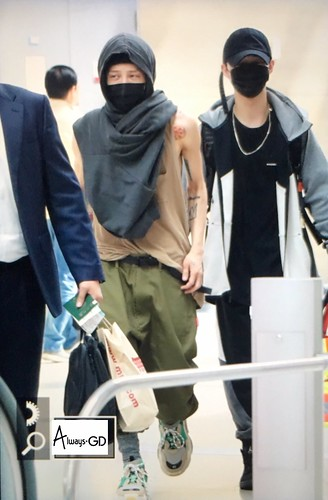 G-Dragon departure Seoul to Europe 2017-09-22 (19)