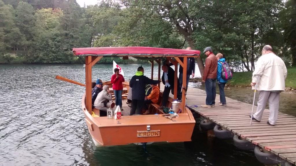 Rejs łodzią po jezorze