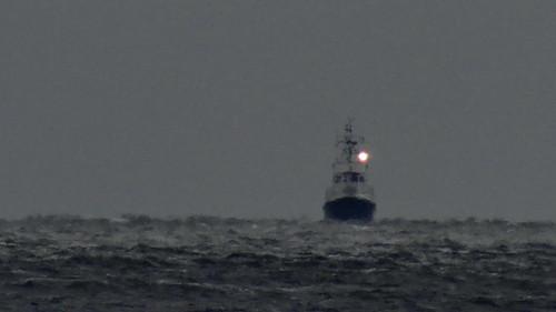 In silbernen Säumen vor Rügen  leuchtet eines Schiffes letzte Spur 02307