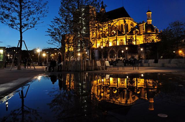 Reflection of the Chruch Saint-Eustache of Paris (Église Saint-Eustache de Paris) at blue hour