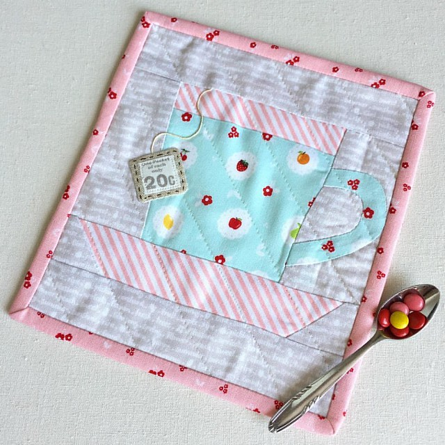 I was totally inspired by Cheri's @tinkerellen #mugrugparade to pick up this unfinished block I made a while back and turn it into something useful. 😀💗 . #mugrug #placemat #block #cupoftea #quilting #handmade #sweetorchardfabric #minis