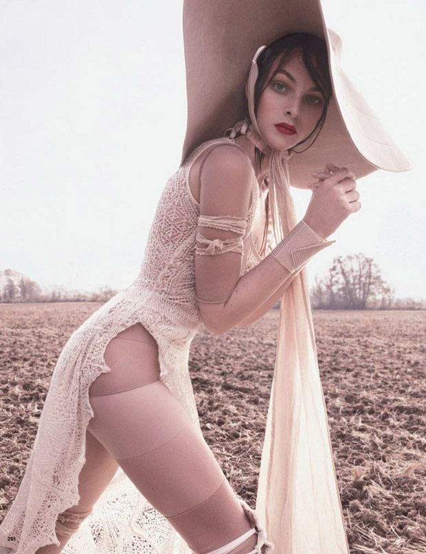 Vittoria-Ceretti-Vogue-Japan-Luigi-Iango-09-620x807