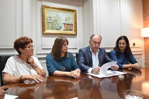 FIRMA DE CONVENIO CON APADIS1