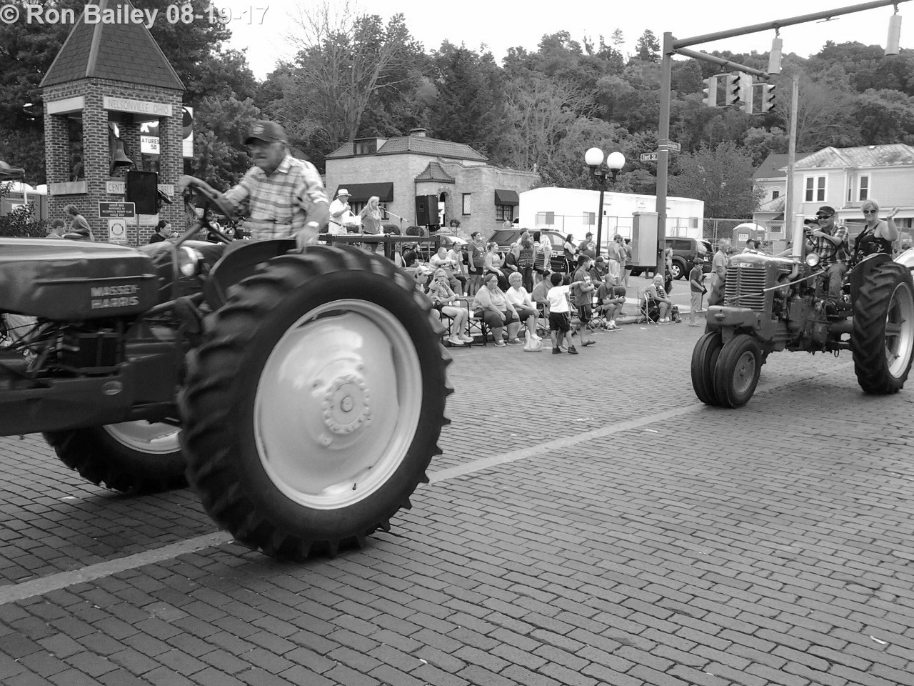 Parade of the Hills 2017 - Grand Parade BW 8-19-2017 7-15-28 PM