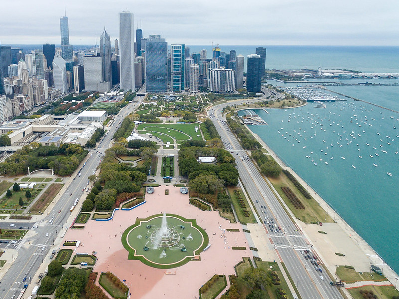Aerial photography: Buckingham Fountain in Grant Park and Chicago skyline in the background