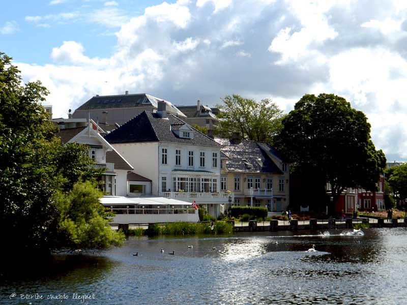 Vista del Parque de Breiavatnet, en la ciudad de Stavanger