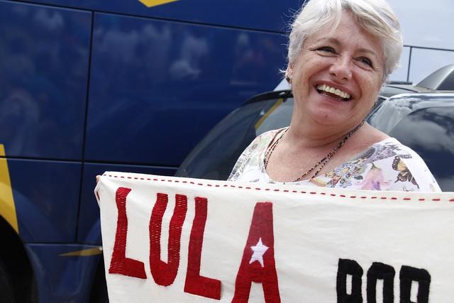 Relatos de viagem: estrelas ganham cor à medida que a caravana de Lula passa por MG