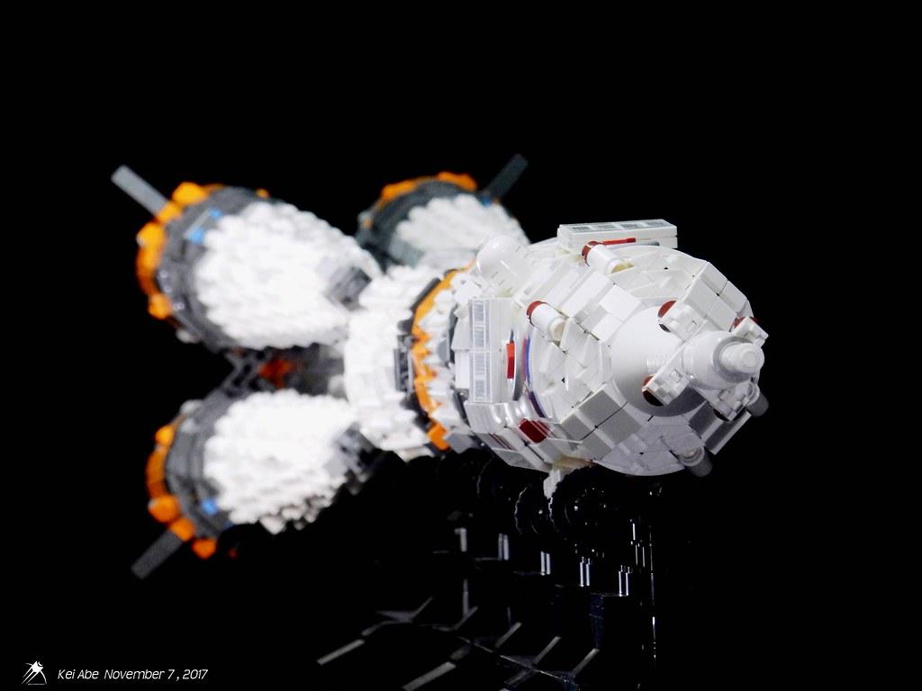 Minifig-scale LEGO Soyuz-1-4 Soyuz-FG