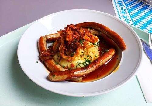 Pork sausages with potato parsnip puree, sauerkraut & fried onions / Schweinswürst´l auf Weinsauerkraut, Kartoffel-Pastinakenpürree, Bratensaft & Röstzwiebeln