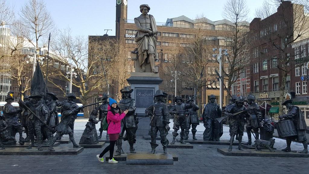 Rembrandtplein e statua