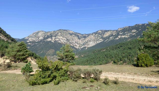 Solsonès 2017 - Exc 03 - Serra de Pratformiu -03- Serra de Miges -01- Plans de Pratformiu -09- Serra del Verd, Cara sur