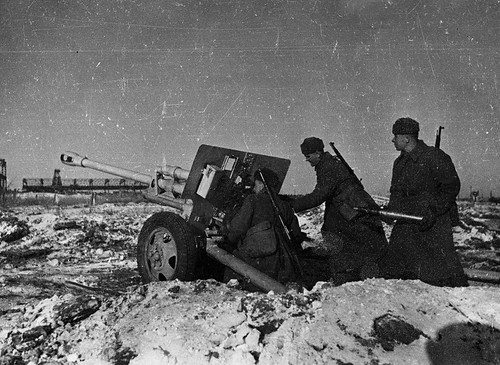 Soviet 76-mm divisional gun ZiS-3 Position 1942