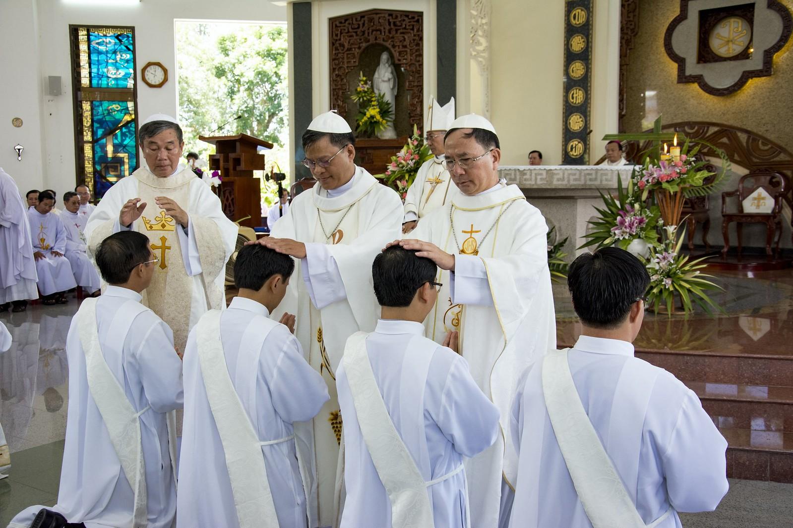 Đan Viện Thánh Mẫu Phước Sơn : Thánh Lễ Truyền Chức Linh Mục - Ảnh minh hoạ 11