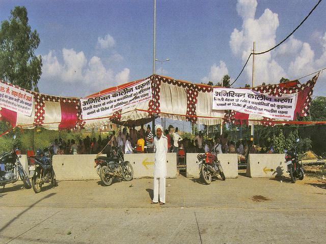 03 सितम्बर 2017 को दिल्ली के रानी खेड़ा गाँव में ग्रामीण दिल्ली नगर निगम द्वारा भराव क्षेत्र बनाने के खिलाफ एकजुट हुए और निगम को कूड़ा नहीं डालने दिया