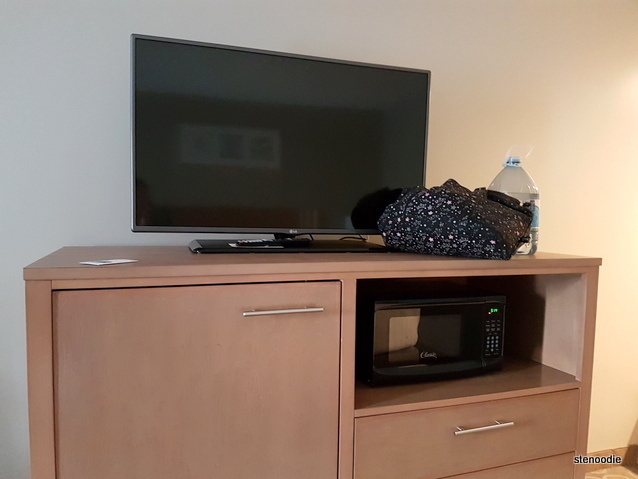 Holiday Inn Express & Suites Oshawa Downtown room amenities