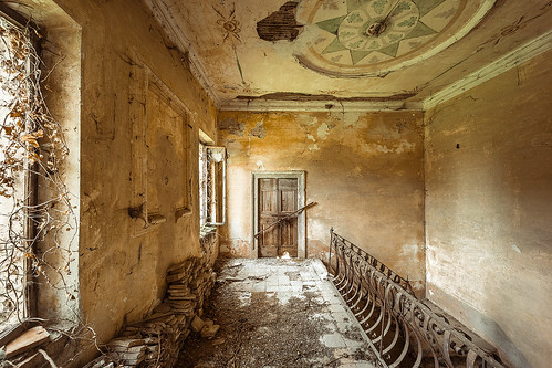 • Painted ruins