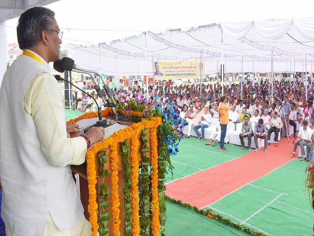 राज्य स्तरीय कृषक महोत्सव कार्यक्रम को सम्बोधित करते मुख्यमंत्री रावत