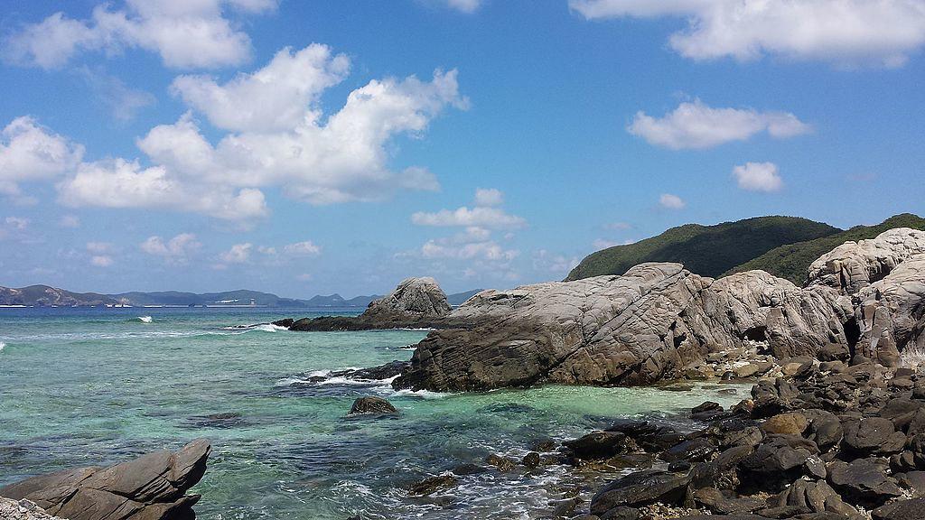 Coast_of_Aharen,_Tokashiki_Island,_Okinawa,_Japan_(3)_-_October_2015