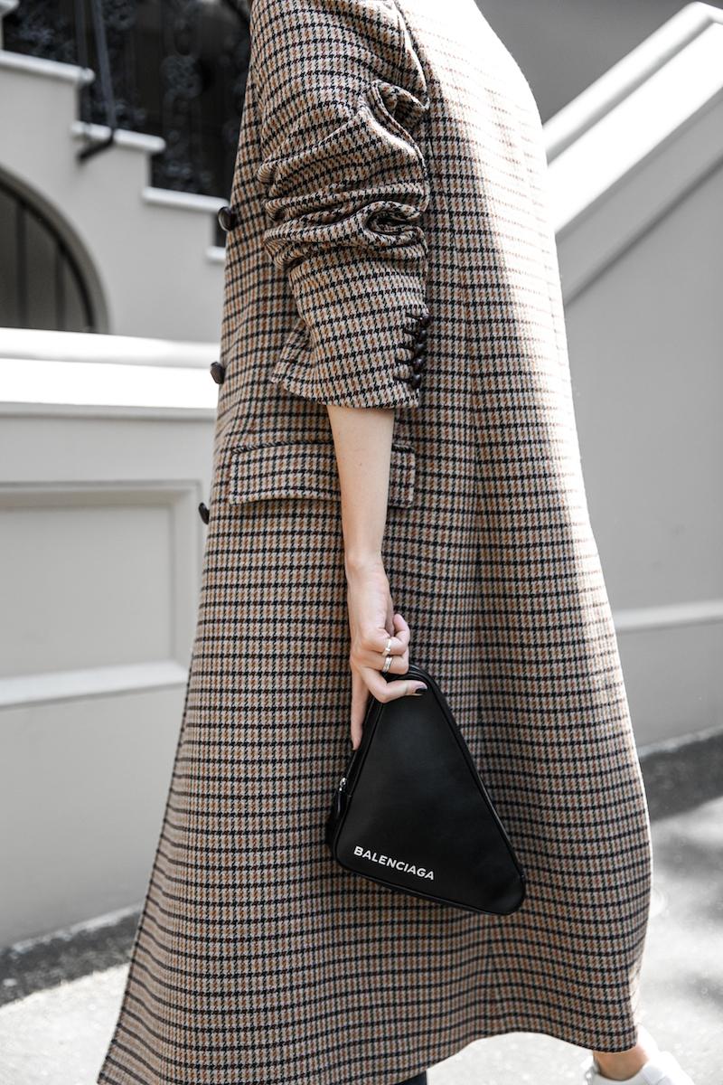 joseph houndstooth coat straight leg jeans tee minimal balenciaga triangle bag clutch street style fashion blogger outfit (3 of 7)