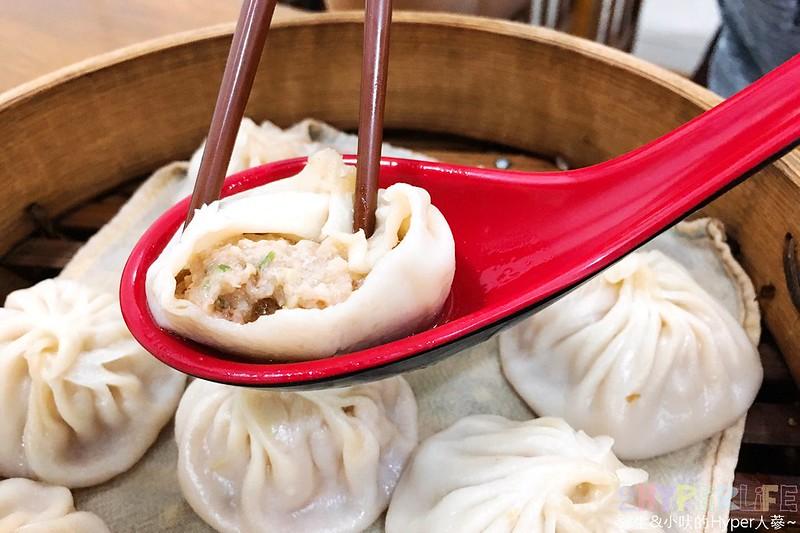 37353460592 8f55725232 c - 嘉園小上海點心總匯│湯包肉包都好吃的中華路美食,下次來日新電影院前就知道要吃什麼啦!